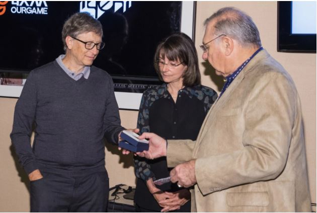 Meet the woman who gives bridge tips to Warren Buffett and Bill Gates